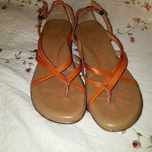 Born savory sandals  like NEW